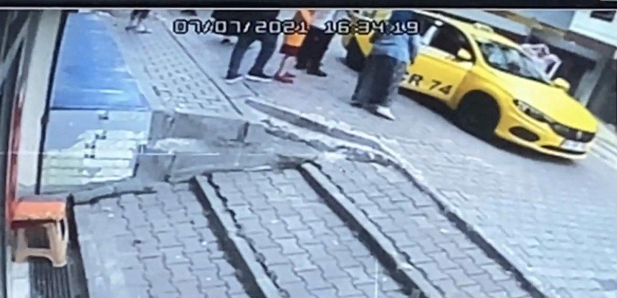 Kağıthane de taksicinin ezdiği çocuk yaşamını yitirdi #3