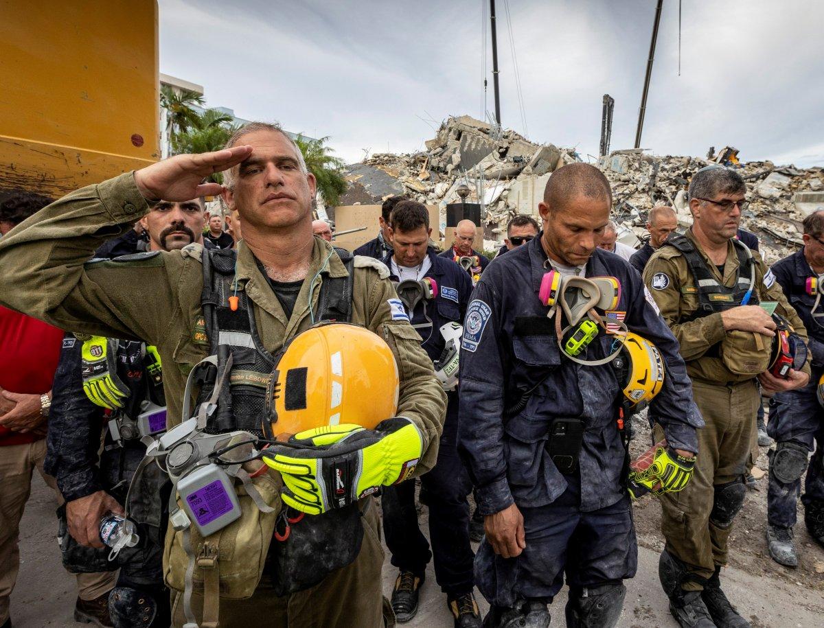 Miami de çöken 13 katlı binanın enkazında hayat ümidi kesildi #4