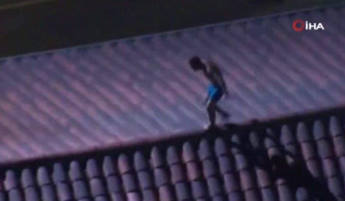 ABD de bir kişi kilisenin çatısındaki haçları yakmaya çalıştı #2