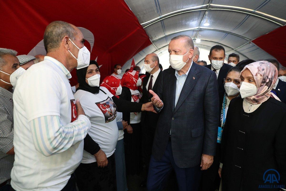 Cumhurbaşkanı Erdoğan, Diyarbakır anneleri ile bir araya geldi #8