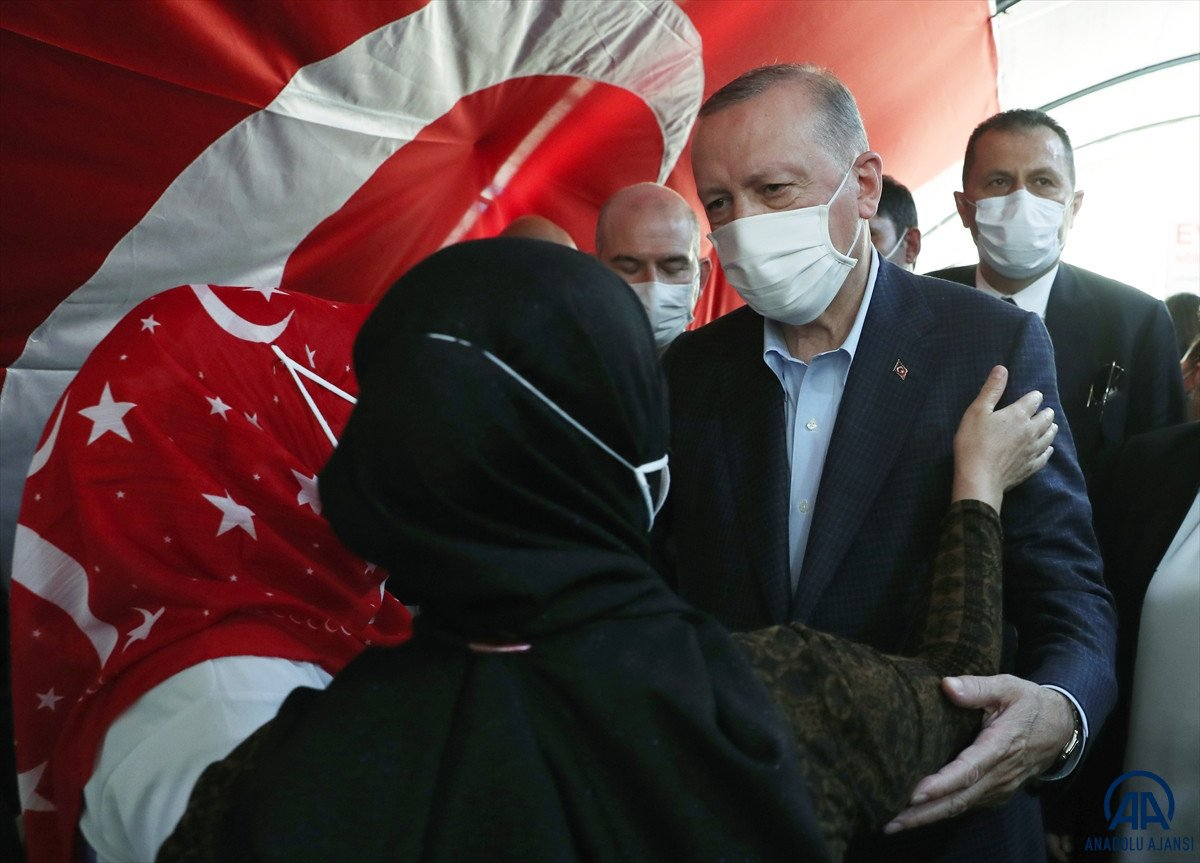 Cumhurbaşkanı Erdoğan, Diyarbakır anneleri ile bir araya geldi #12
