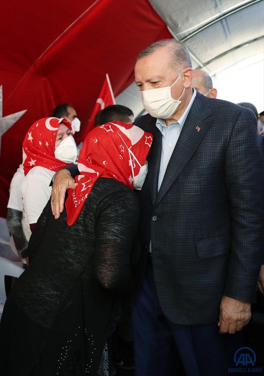 Cumhurbaşkanı Erdoğan, Diyarbakır anneleri ile bir araya geldi #13