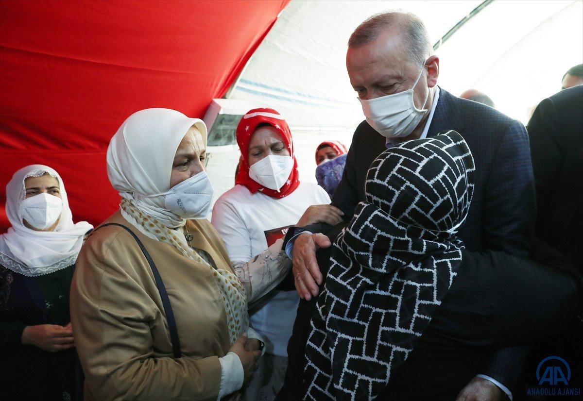 Cumhurbaşkanı Erdoğan, Diyarbakır anneleri ile bir araya geldi #6