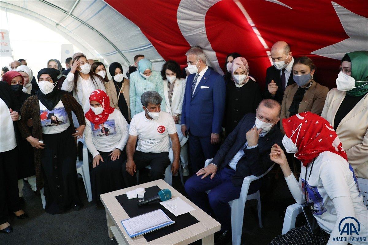 Cumhurbaşkanı Erdoğan, Diyarbakır anneleri ile bir araya geldi #9