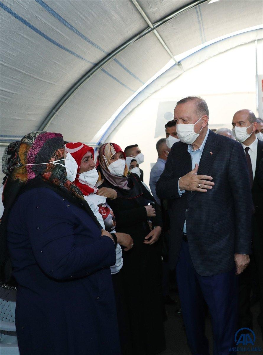Cumhurbaşkanı Erdoğan, Diyarbakır anneleri ile bir araya geldi #15
