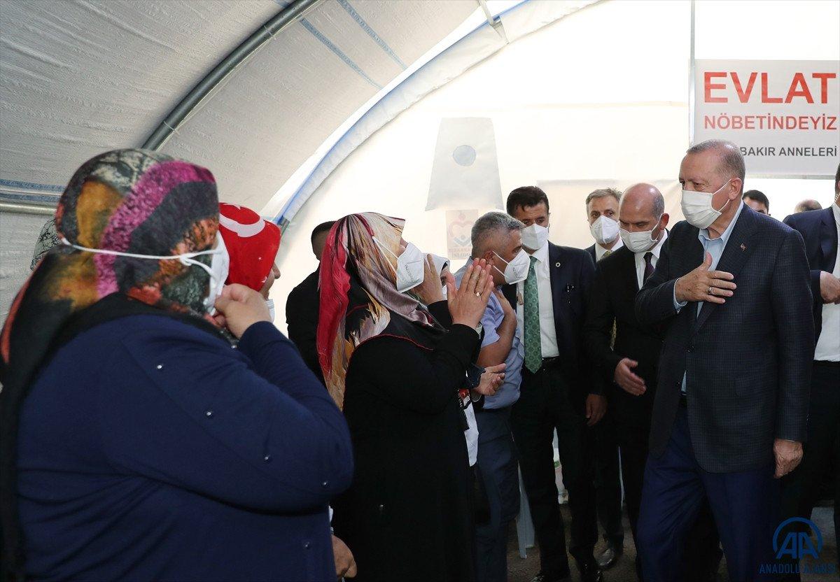 Cumhurbaşkanı Erdoğan, Diyarbakır anneleri ile bir araya geldi #3