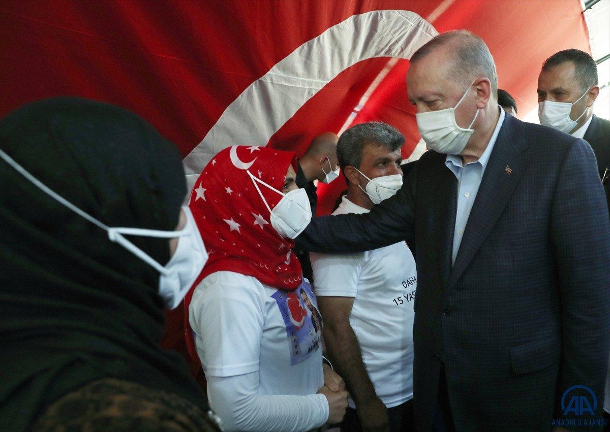 Cumhurbaşkanı Erdoğan, Diyarbakır anneleri ile bir araya geldi #5