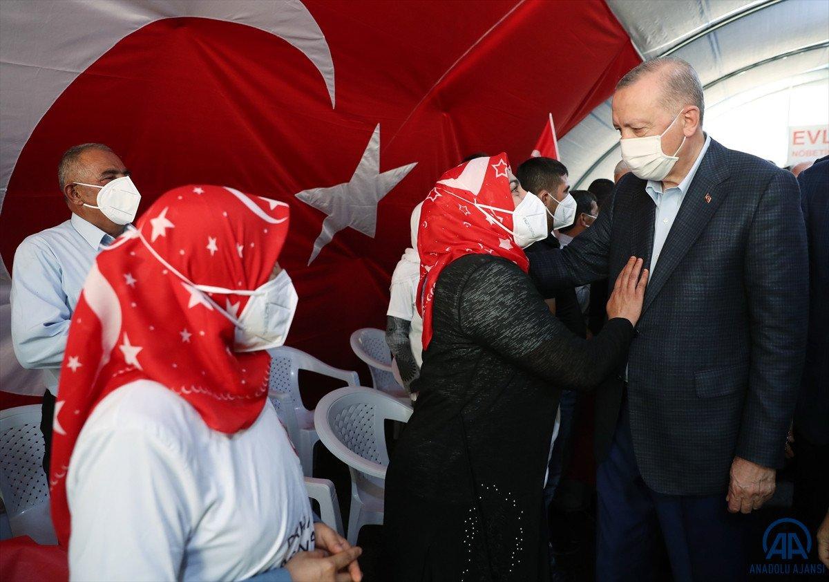 Cumhurbaşkanı Erdoğan, Diyarbakır anneleri ile bir araya geldi #1