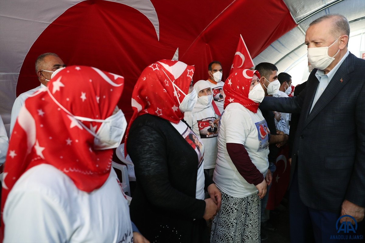 Cumhurbaşkanı Erdoğan, Diyarbakır anneleri ile bir araya geldi #14