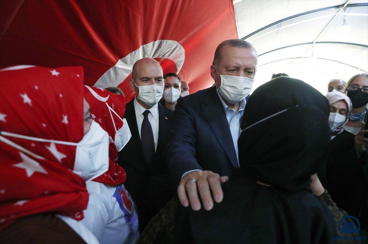 Cumhurbaşkanı Erdoğan, Diyarbakır anneleri ile bir araya geldi #10
