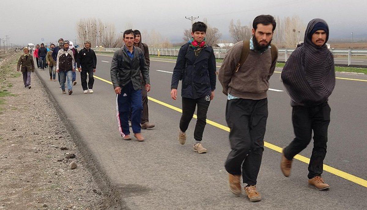 Afganistan vatandaşları, Taliban dan kaçarak Türkiye ye geliyor #2