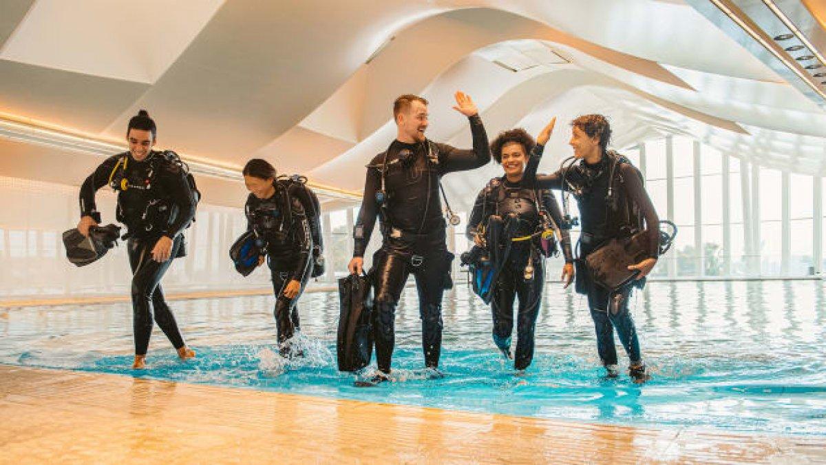 Dubai de dünyanın en derin havuzu açıldı #7