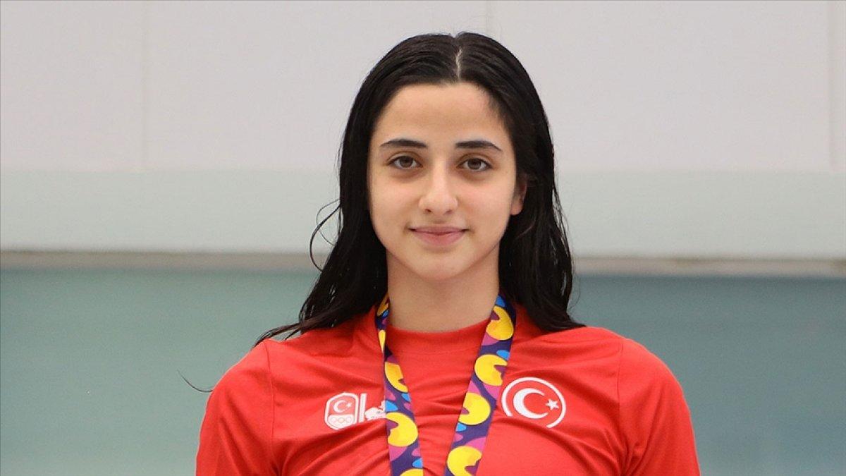 Milli yüzücü Merve Tuncel, gençlerde yine rekorla Avrupa şampiyonu #2
