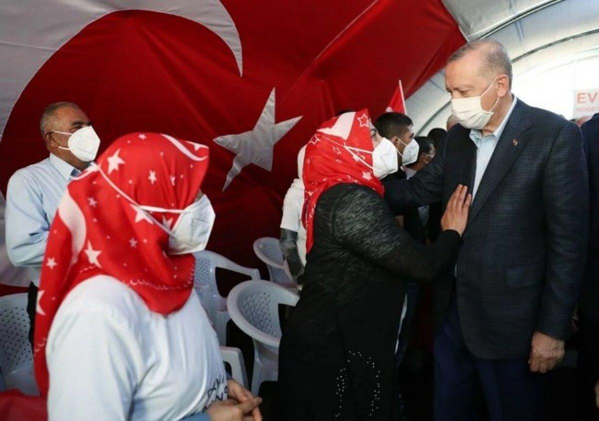 Diyarbakır annesinden Erdoğan a: Senin sayende bu gücü buluyoruz #1