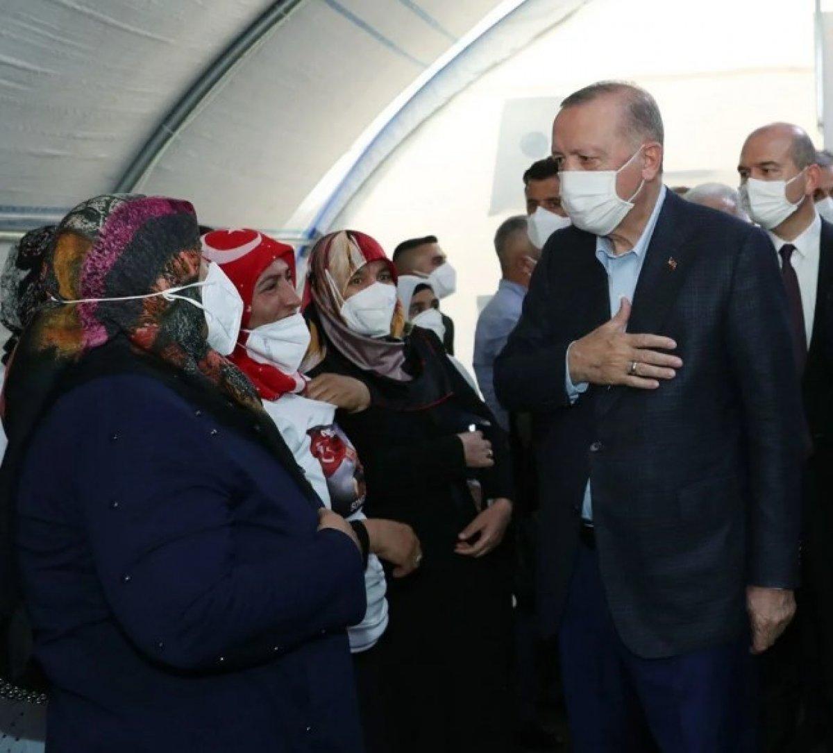 Diyarbakır annesinden Erdoğan a: Senin sayende bu gücü buluyoruz #2