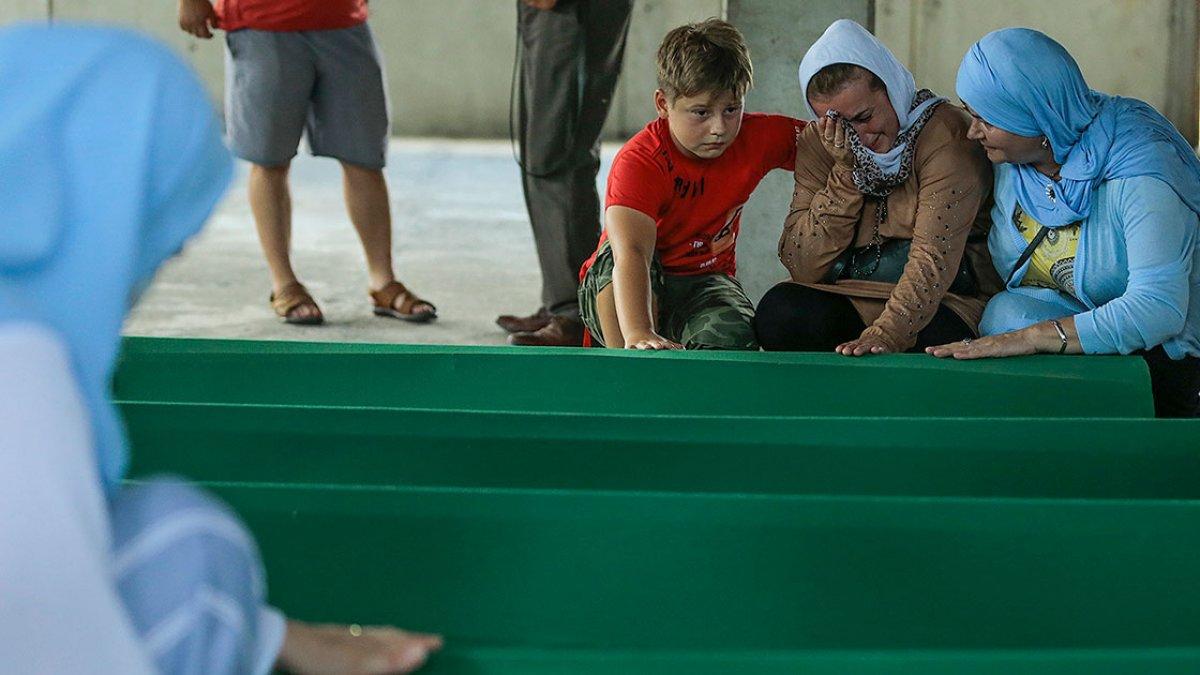 Srebrenitsa da soykırım kurbanı 19 kişi daha defin için hazırlandı #17