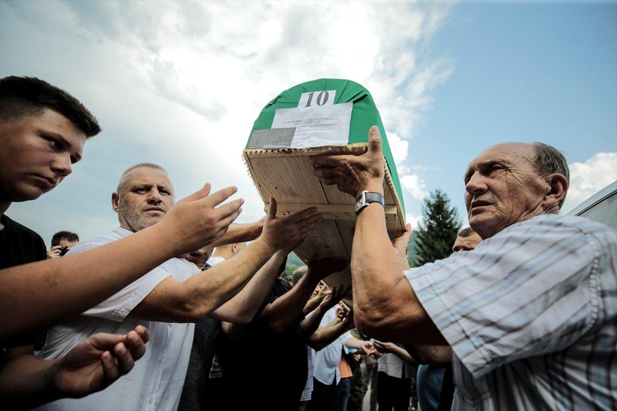 Srebrenitsa da soykırım kurbanı 19 kişi daha defin için hazırlandı #12