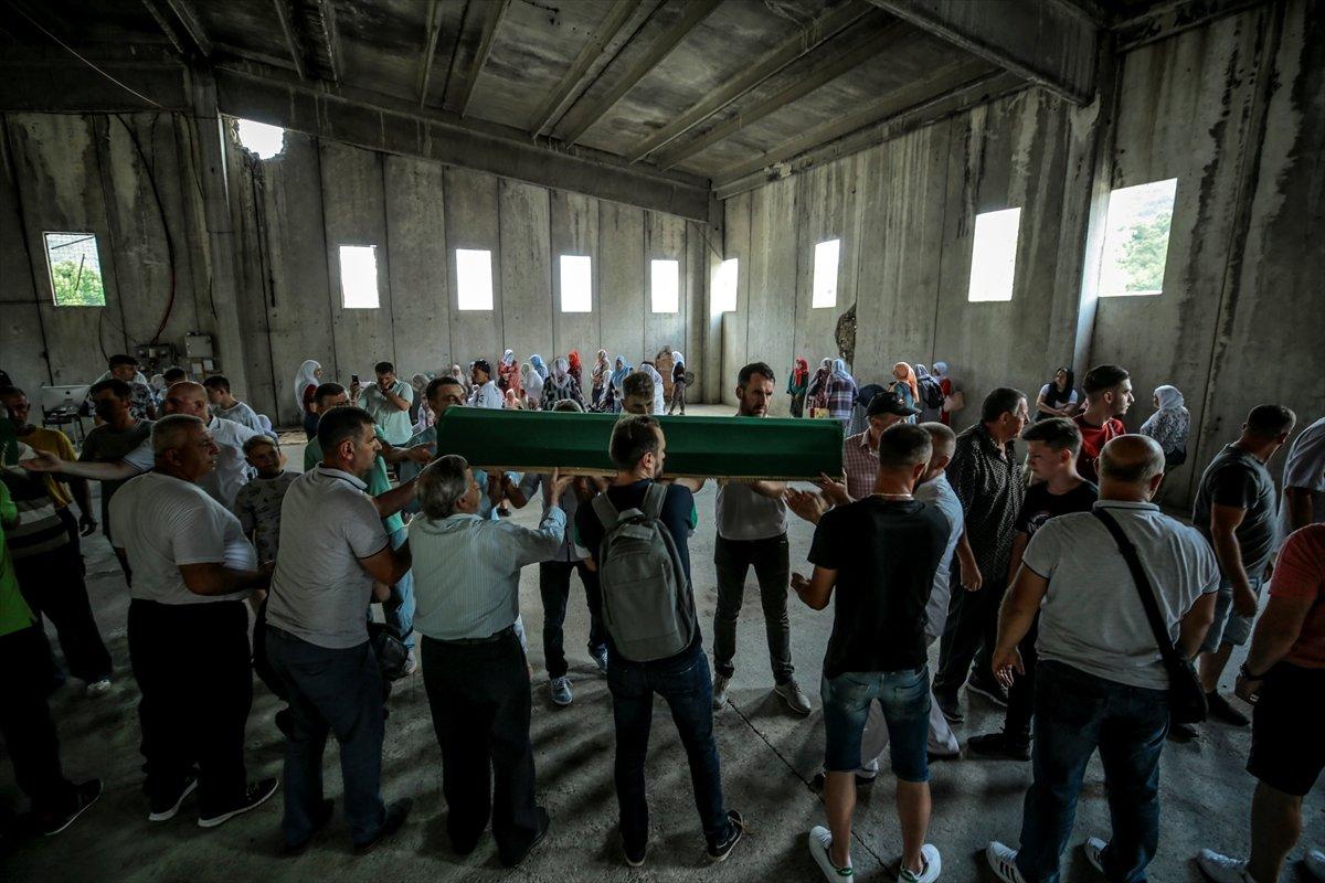 Srebrenitsa da soykırım kurbanı 19 kişi daha defin için hazırlandı #5