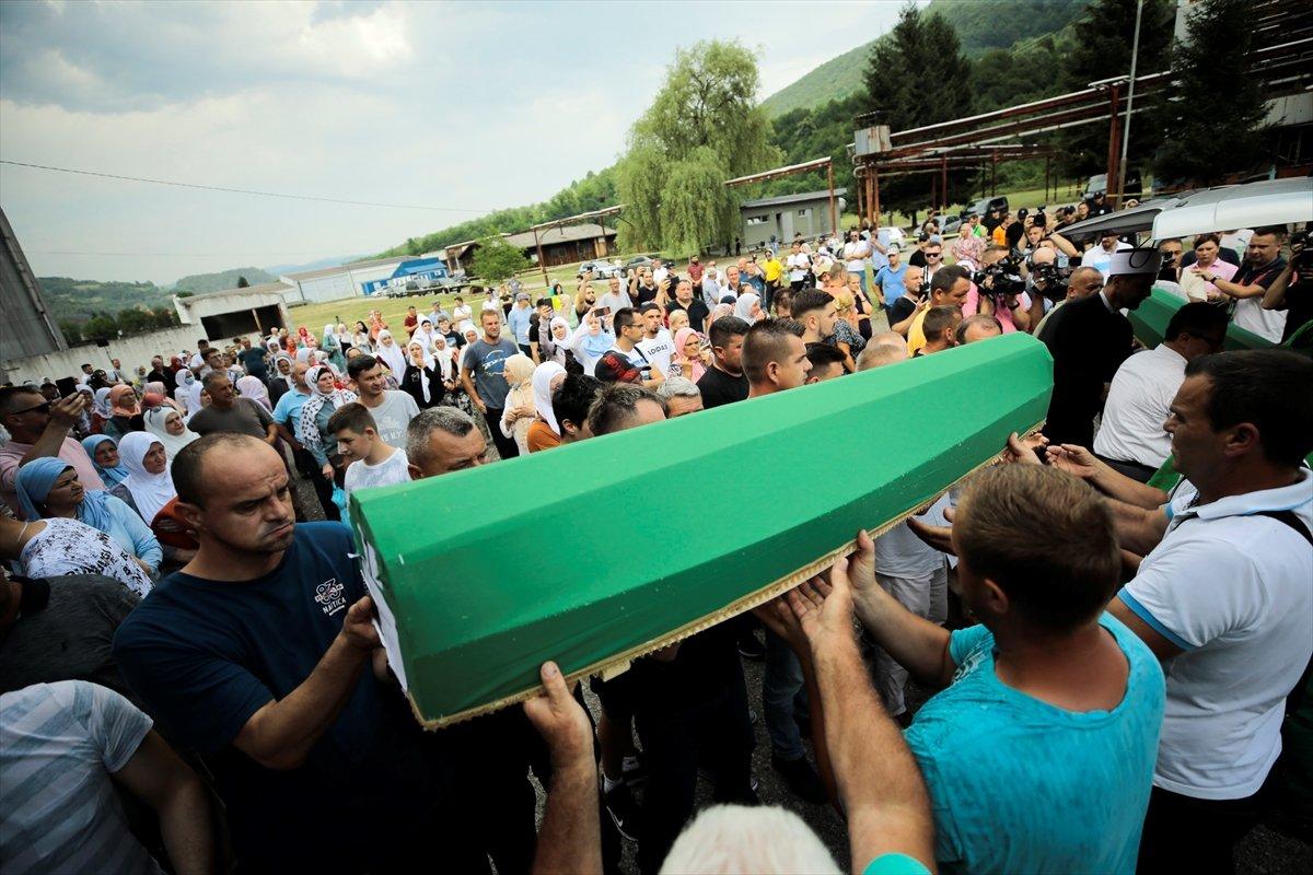 Srebrenitsa da soykırım kurbanı 19 kişi daha defin için hazırlandı #9
