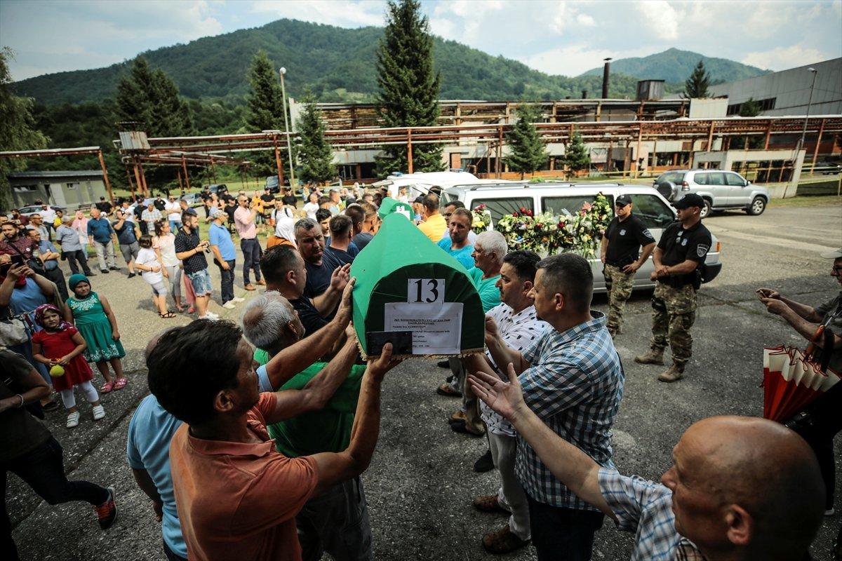 Srebrenitsa da soykırım kurbanı 19 kişi daha defin için hazırlandı #13