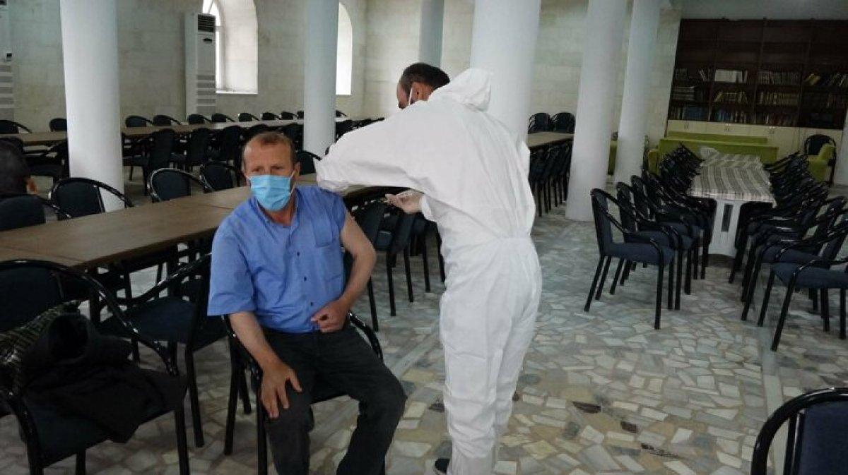 Karadeniz de aşı mesaisi: Sağlık çalışanları 1800 metreye çıktı  #2