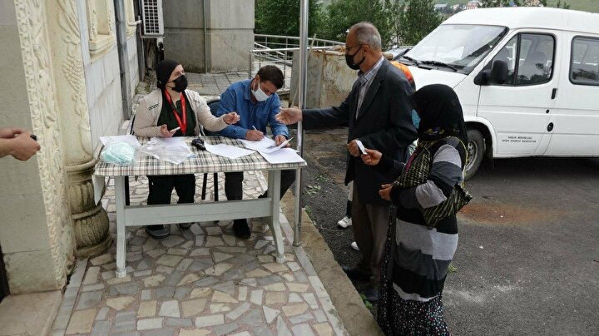 Karadeniz de aşı mesaisi: Sağlık çalışanları 1800 metreye çıktı  #1