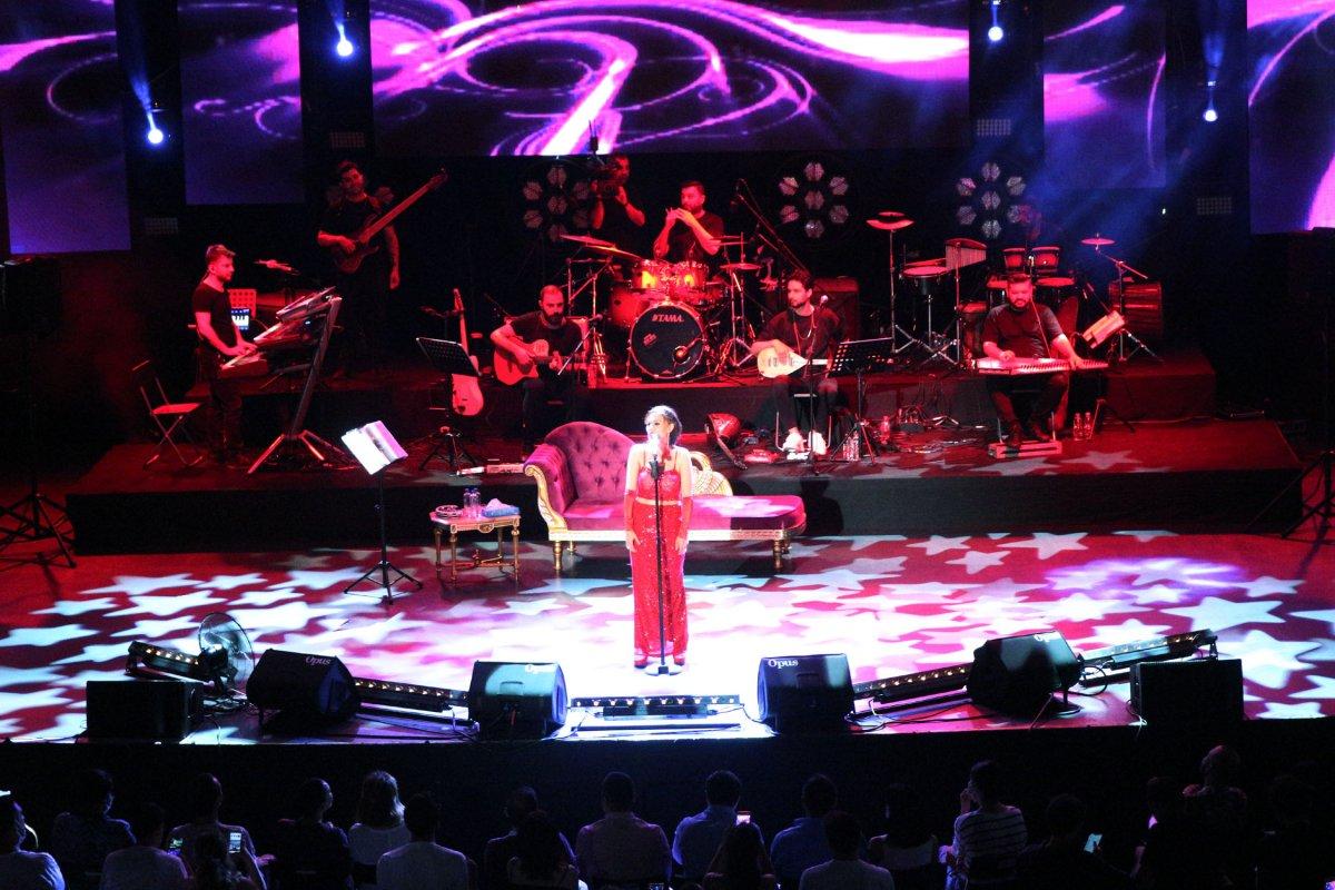 İstanbul'da normalleşme ile ilk konserde Yıldız Tilbe sahne aldı #8