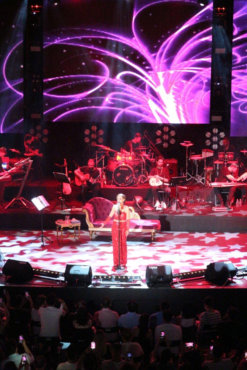 İstanbul'da normalleşme ile ilk konserde Yıldız Tilbe sahne aldı #7