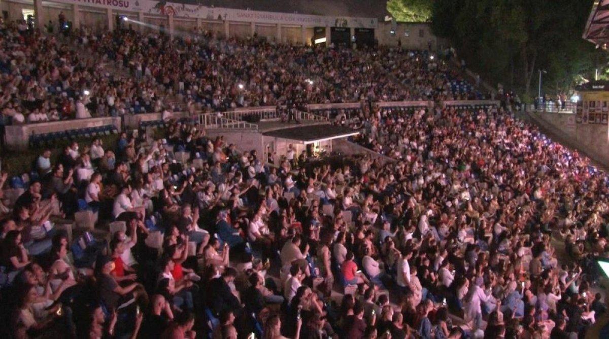 İstanbul'da normalleşme ile ilk konserde Yıldız Tilbe sahne aldı #2