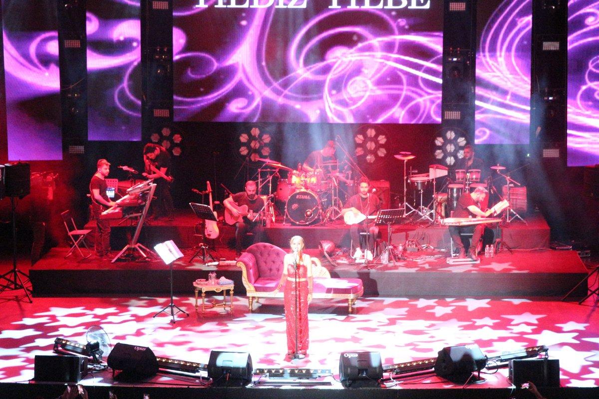 İstanbul'da normalleşme ile ilk konserde Yıldız Tilbe sahne aldı #6