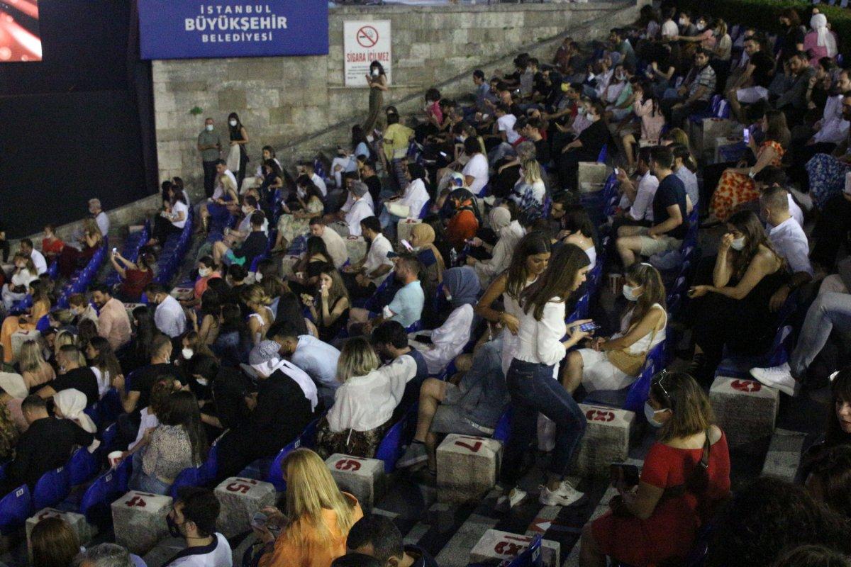 İstanbul'da normalleşme ile ilk konserde Yıldız Tilbe sahne aldı #5