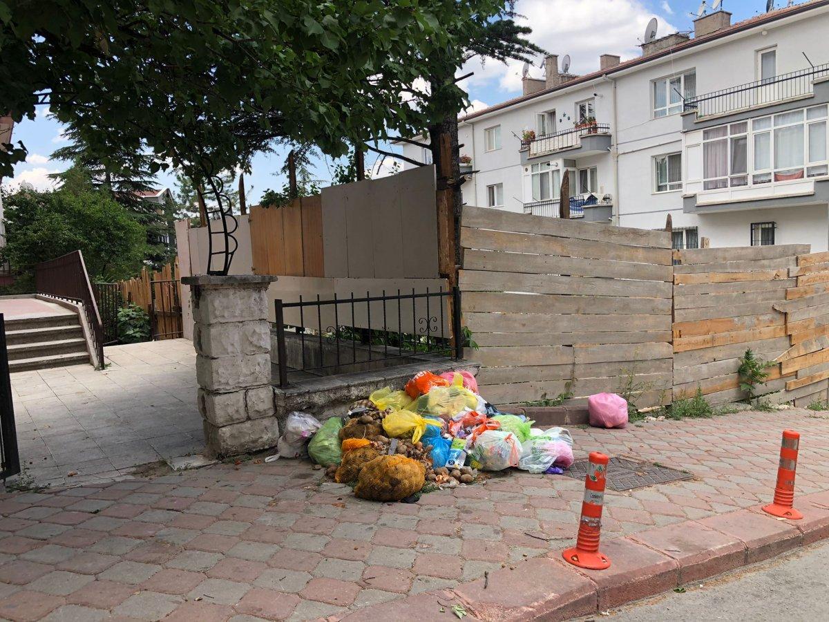 Çankaya da sokaklar çöp yığınlarıyla doldu #7