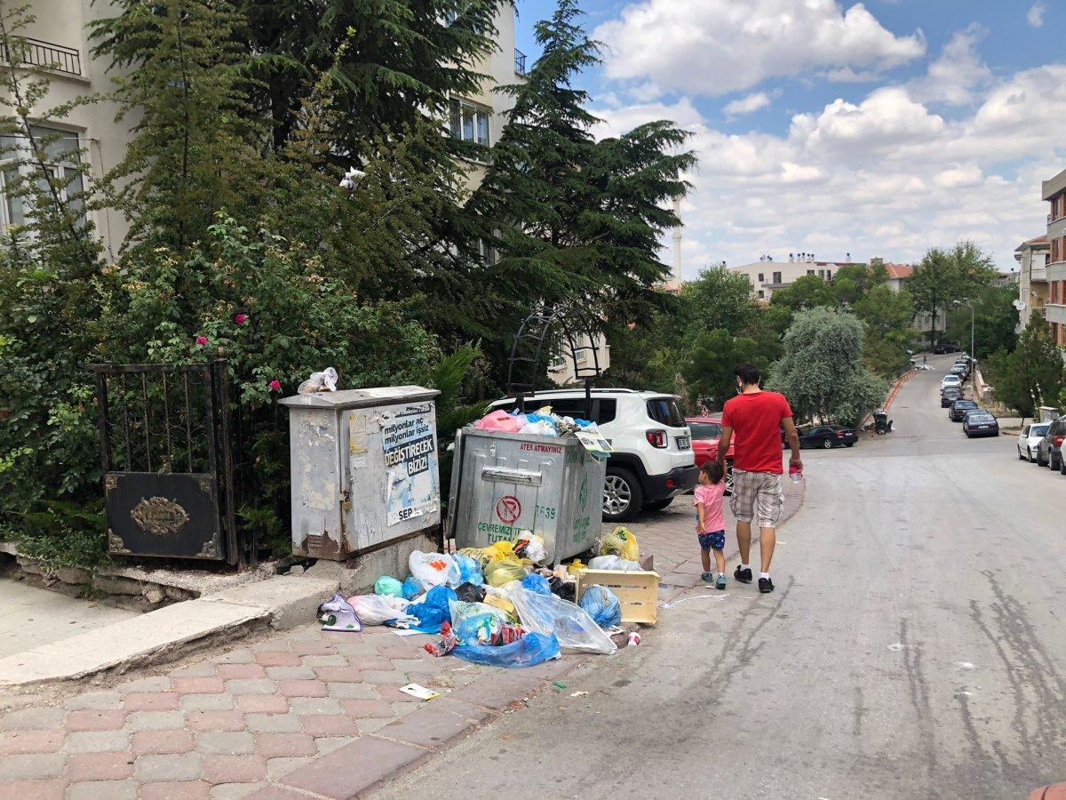 Çankaya da sokaklar çöp yığınlarıyla doldu #6