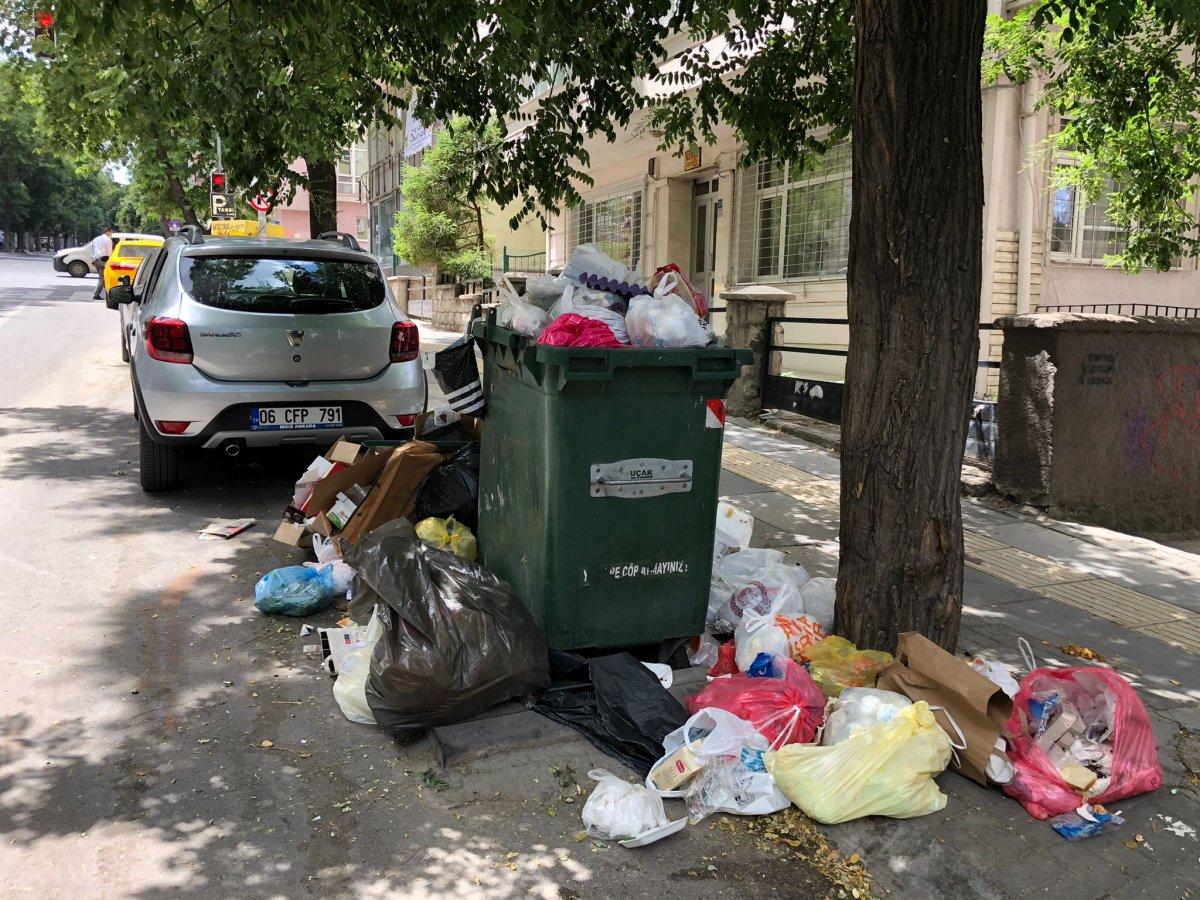 Çankaya da sokaklar çöp yığınlarıyla doldu #1