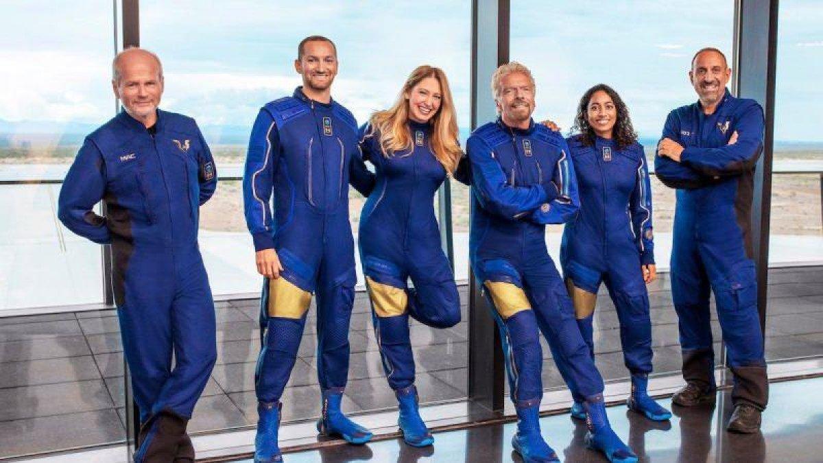 İngiliz milyarder Richard Branson, uzay yolculuğuna çıkıyor  #1
