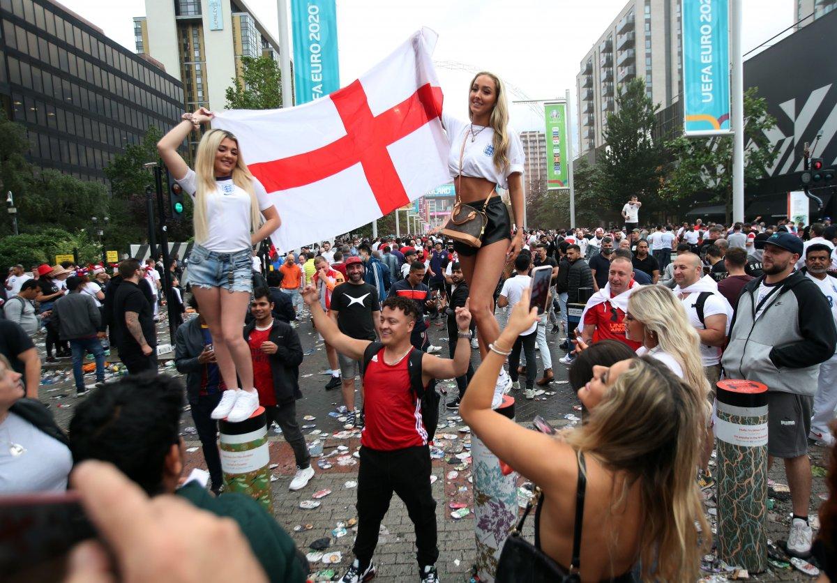 EURO 2020 finali öncesi İngiliz taraftarlar taşkınlık yaptı #2