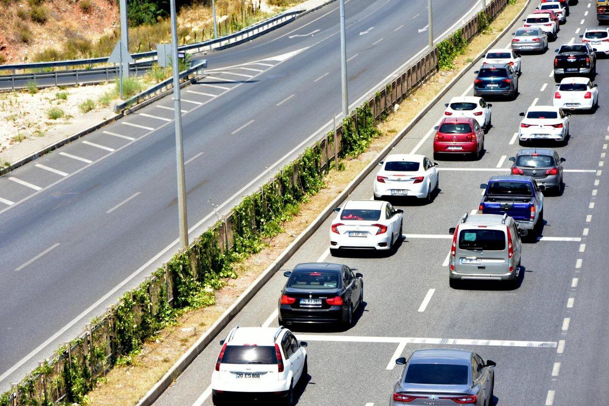 Muğla ya tatilci akını: 8 kilometrelik araç kuyruğu oluştu #2