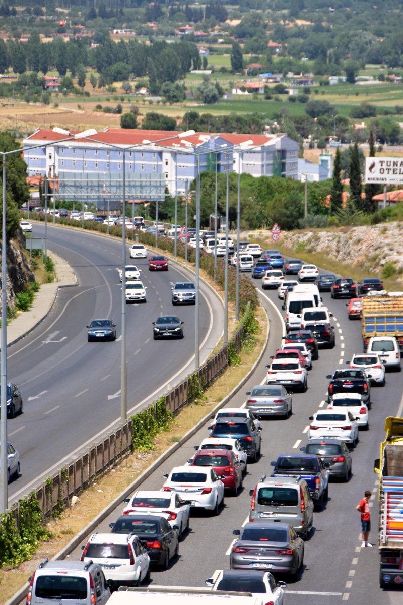 Muğla ya tatilci akını: 8 kilometrelik araç kuyruğu oluştu #4