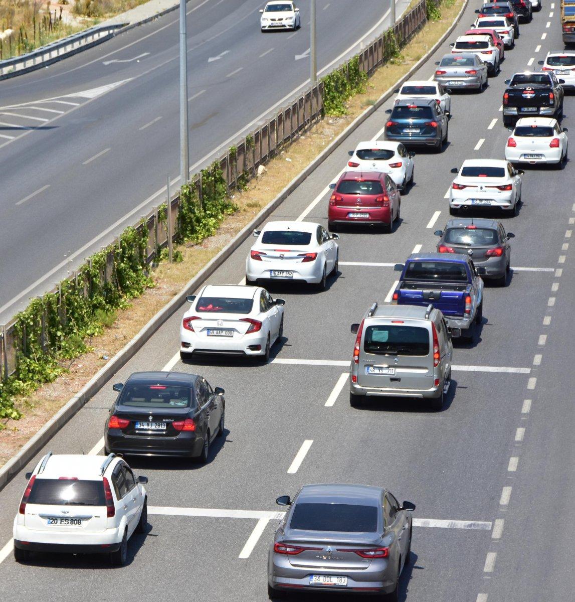 Muğla ya tatilci akını: 8 kilometrelik araç kuyruğu oluştu #3