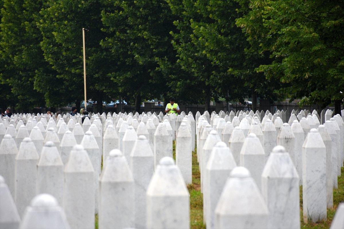 Srebrenitsa da 19 soykırım kurbanı daha defnedildi #1