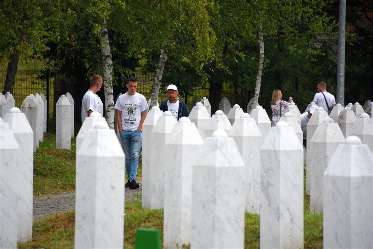 Srebrenitsa da 19 soykırım kurbanı daha defnedildi #5