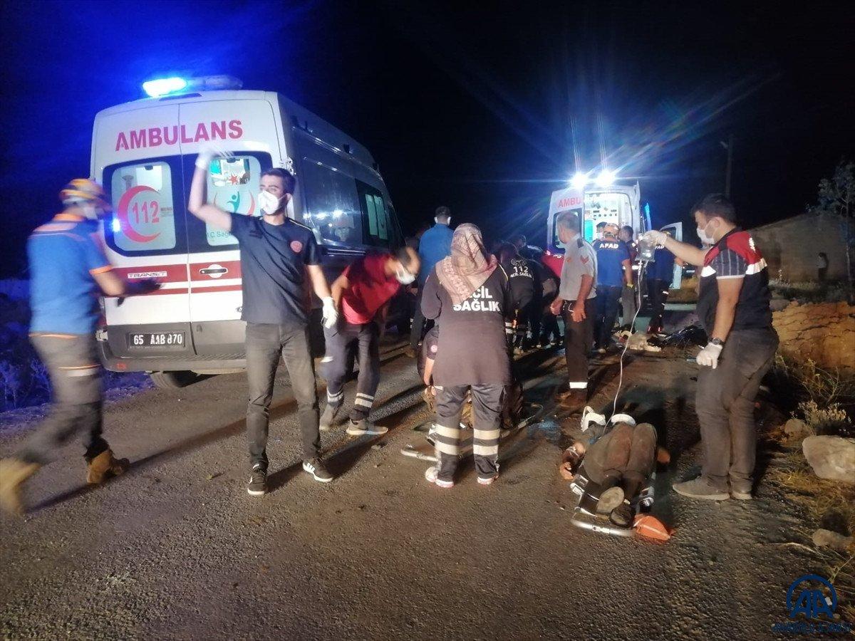 Van da kaçak göçmen taşıyan minibüs kaza yaptı #3