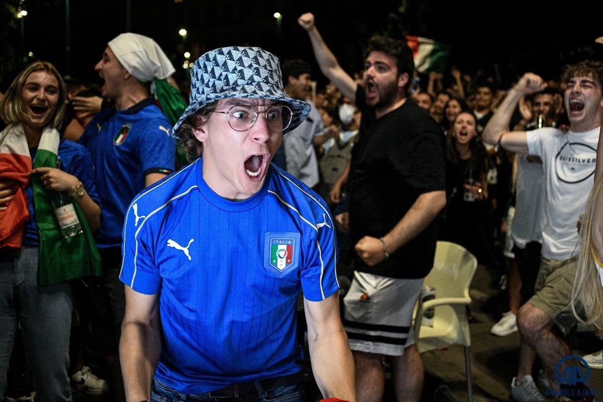 İtalyanlar, şampiyonluk coşkusunu sokaklarda yaşadı #7