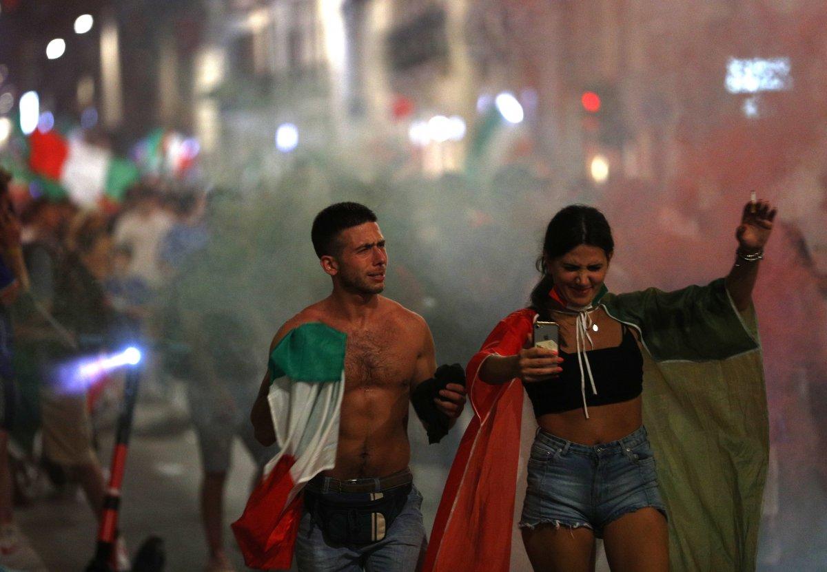 İtalyanlar, şampiyonluk coşkusunu sokaklarda yaşadı #2