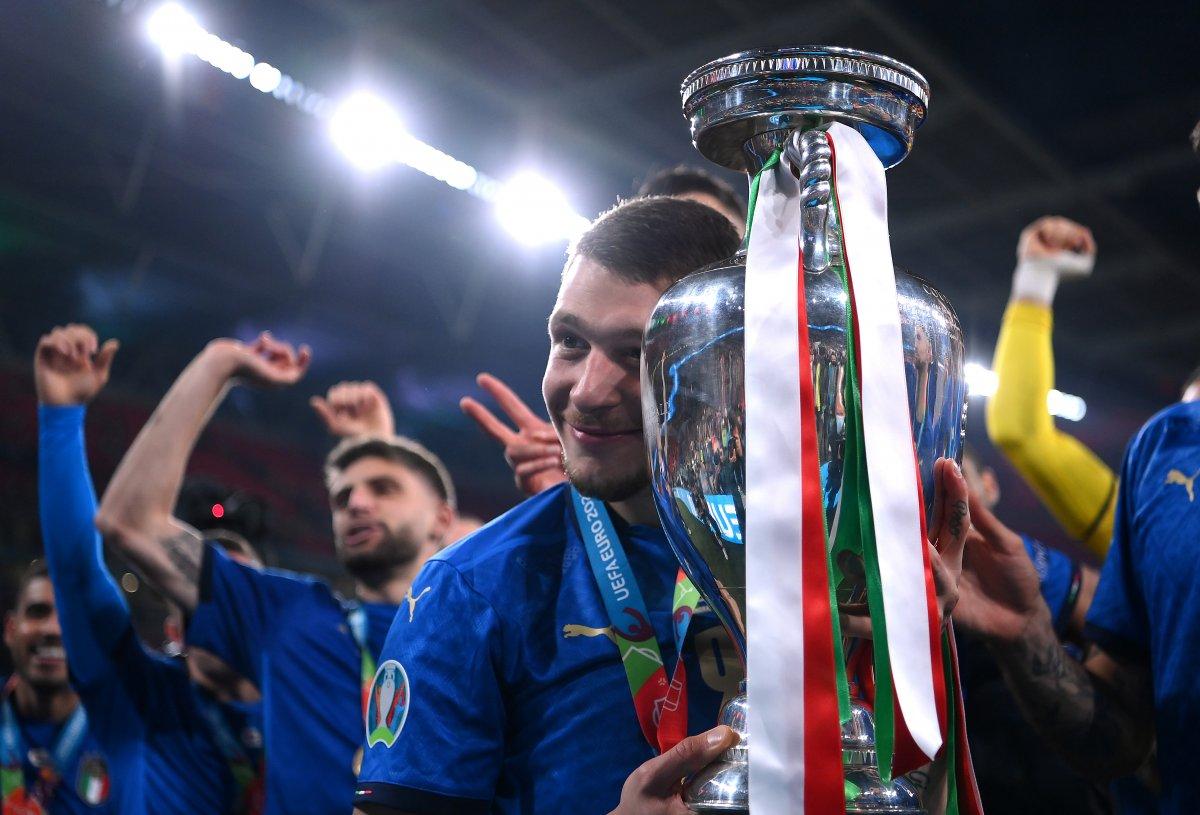 İtalyanlar, şampiyonluk coşkusunu sokaklarda yaşadı #4