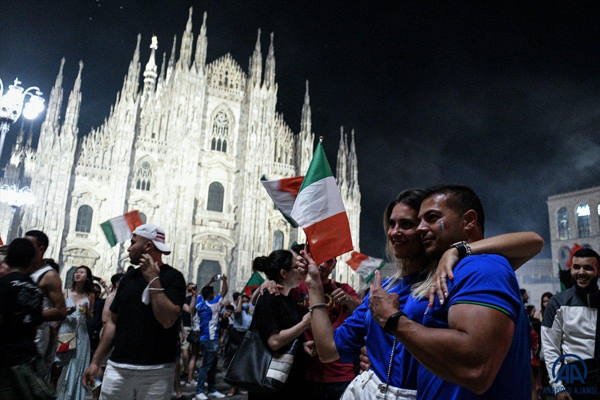 İtalyanlar, şampiyonluk coşkusunu sokaklarda yaşadı #13