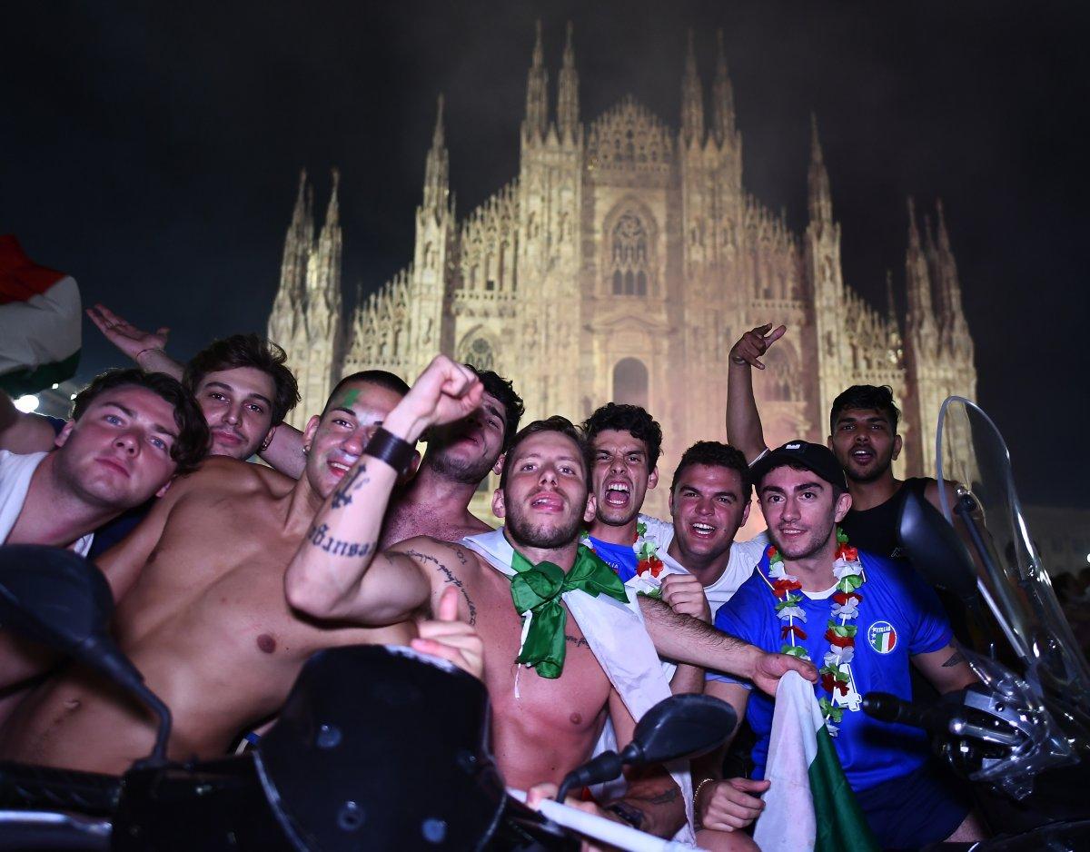 İtalyanlar, şampiyonluk coşkusunu sokaklarda yaşadı #5