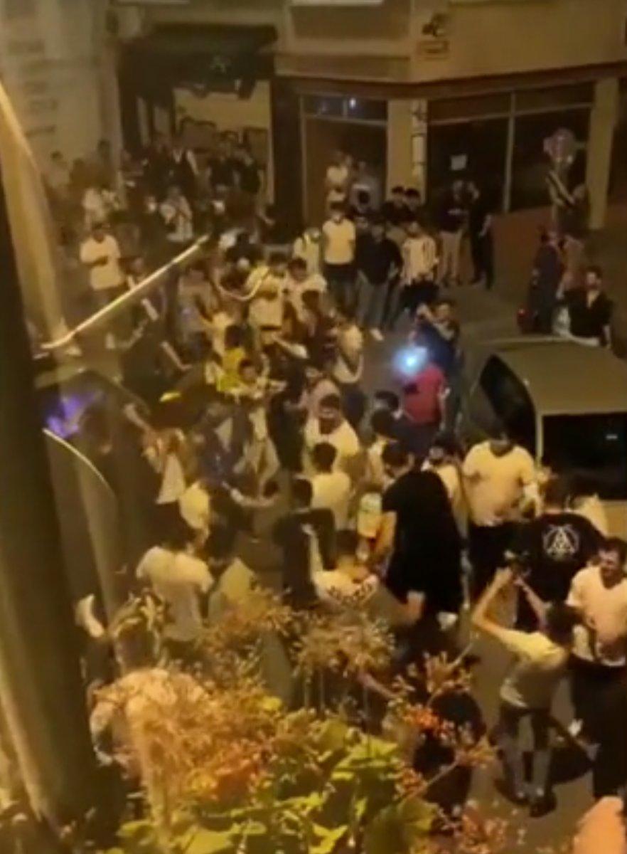 Kadıköy den sonra Cihangir de de toplanan kalabalık taşkınlık çıkardı #4