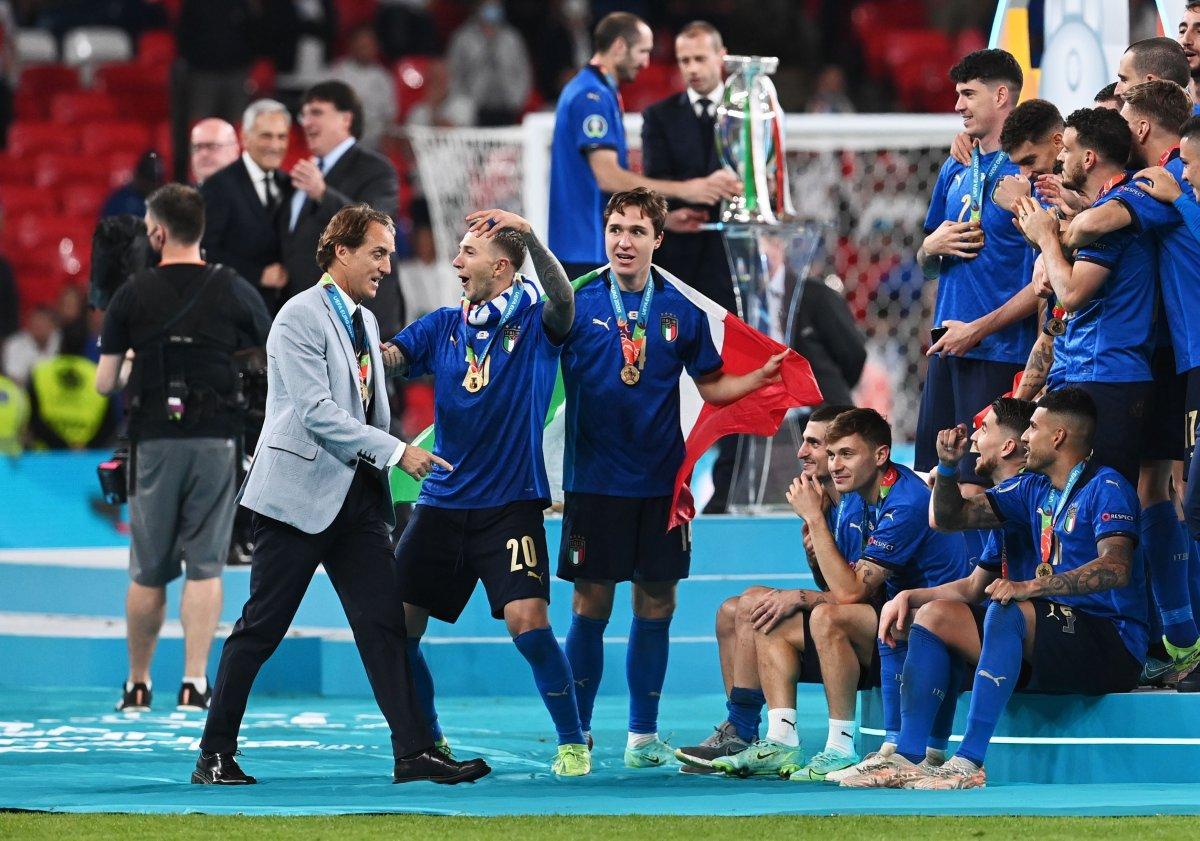 EURO 2020 kupası Roberto Mancini nin ellerinde #4