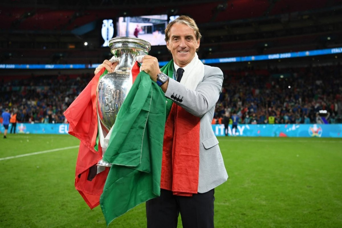 EURO 2020 kupası Roberto Mancini nin ellerinde #1
